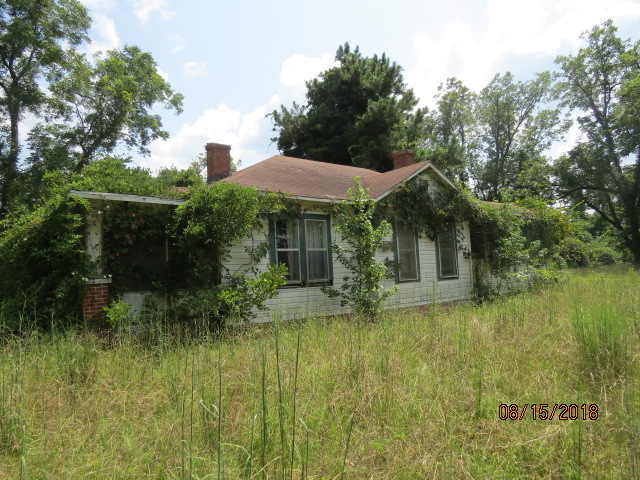 This farm house would make a great hunting camp (needs repairs and a good cleaning)